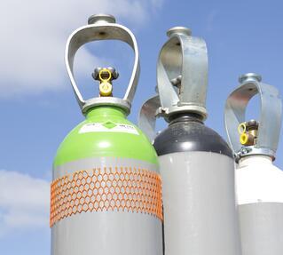 Is een dak boven de gasflessenopslag verplicht of niet?