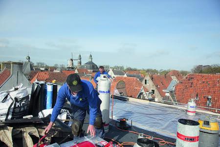 Aluminium gasfles bevordert duurzame inzetbaarheid dakdekkers Gebr. Janssen bv